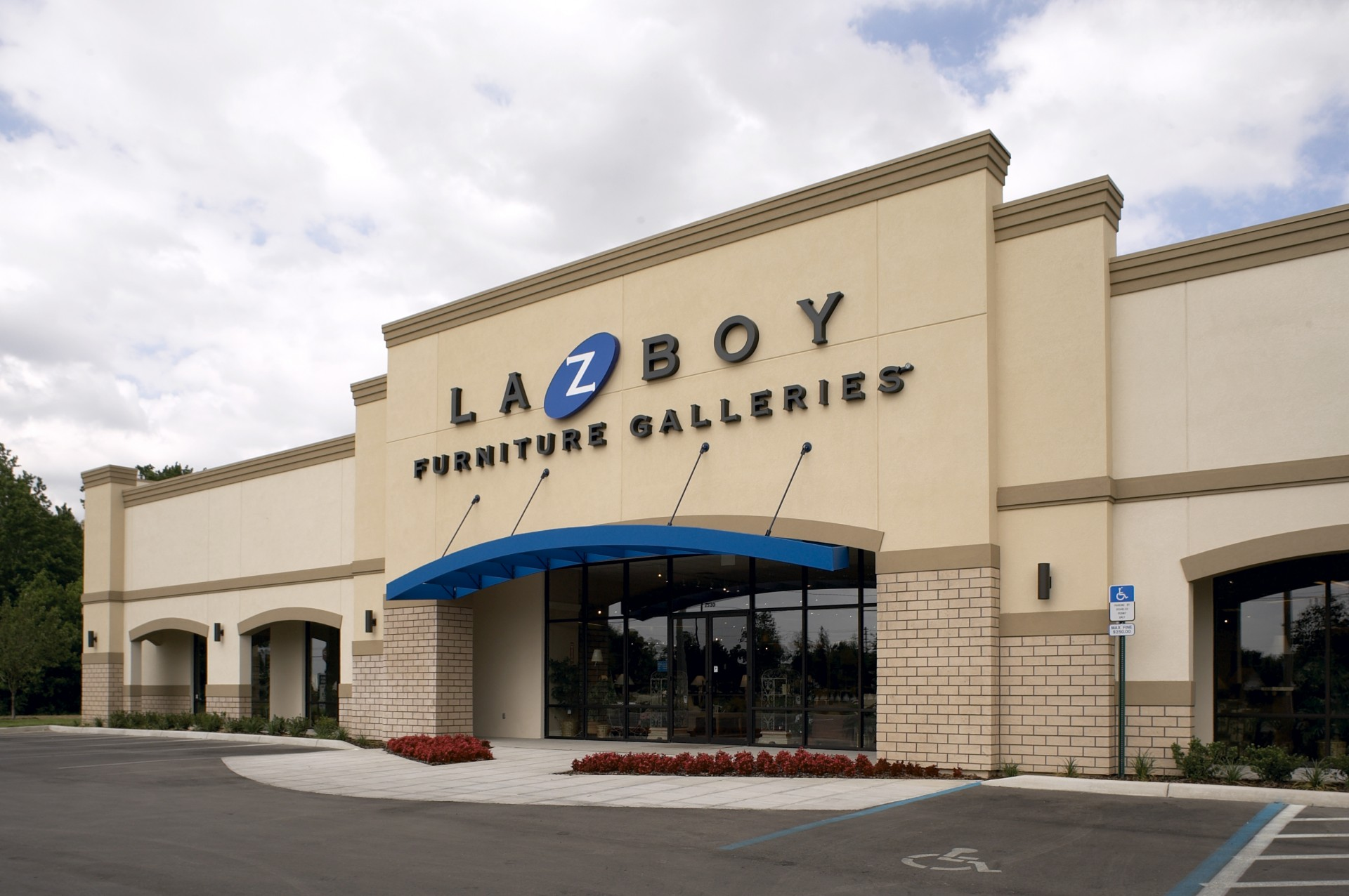 La-Z-Boy Furniture Galleries Location Finder. La-Z-Boy Furniture Galleries feature upholstered recliners, sofas, loveseats and sleeper sofas at over stores nationwide. Find La-Z-Boy Furniture Gallery locations near you.
